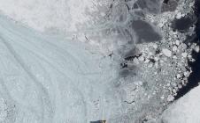 La base antarctique McMurdo vue par Pléiades (brise glace)