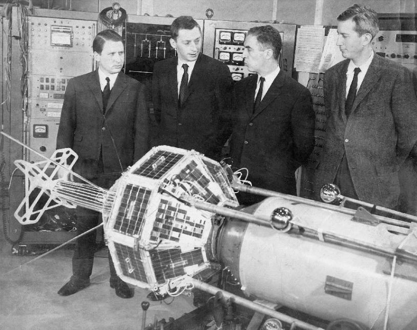 Intégration du satellite français FR-1 lancé le 6 décembre 1965. Crédits : NASA