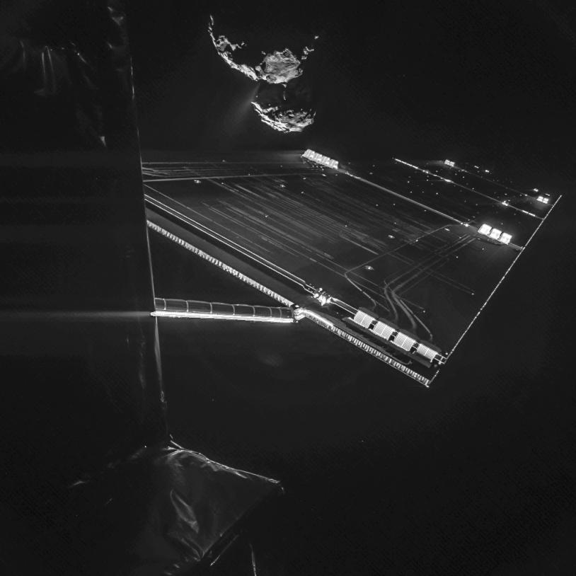 Autoportrait de Rosetta à près de 16 km de la surface du noyau de 67P/Churyumov-Gerasimenko. Crédits : ESA/Rosetta/Philae/CIVA.